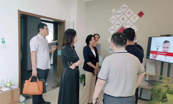 河南省侨联主席王喜云一行领导莅临简信软件视察指导工作